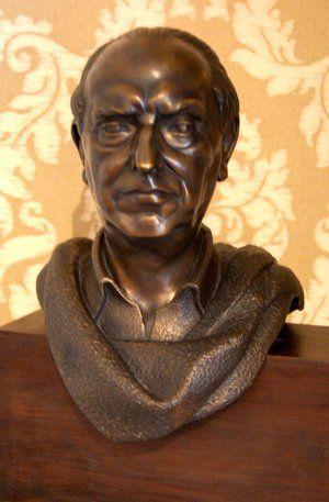 José María Pemán y Pemartín (Cádiz, 8 de mayo de 1897–ibídem, 19 de julio de 1981). Busto conservado en la Real Academia Española, Madrid
