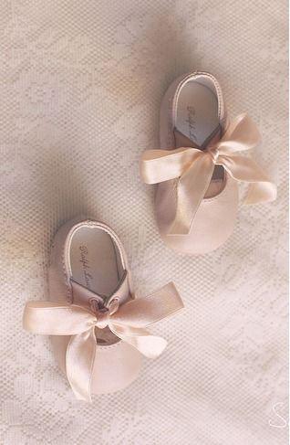 Chaussures bébé rose à rubans ♥                                                                                                                                                                                 Plus