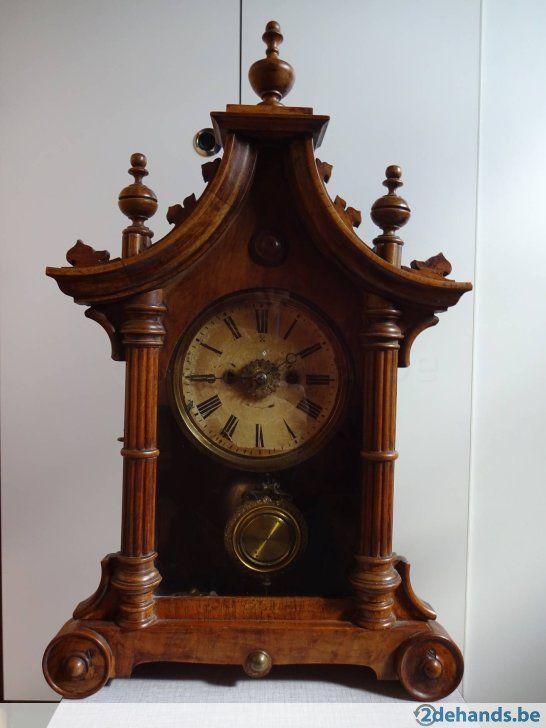 horloge antique véritable en bon état de marche fonctionne avec une clé