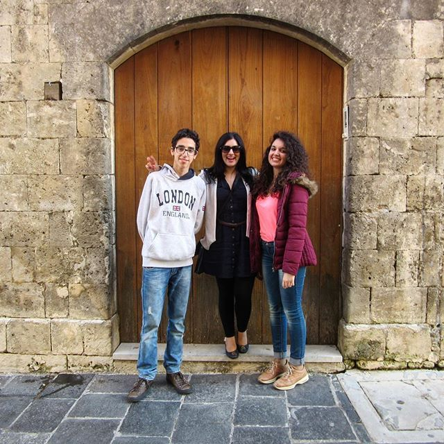 🇮🇹 When you're 5ft nothing all you need is a step to look like you're tall when standing next to your cousins lol 😂 #stillshort #tallgoals #lol Here we are in Noto, Sicilia ❤️❤️ . . #noto #sicilia #sicily #visitsicily #visititaly #italy #love #instasicily #instaitaly #melbournelifelovetravel #loveit #throwback #takemeback #april #spring #explore #travel #instagood #instatravel #beautiful #picturesque #thatview #magnifique #cousins #cugini #family #famiglia