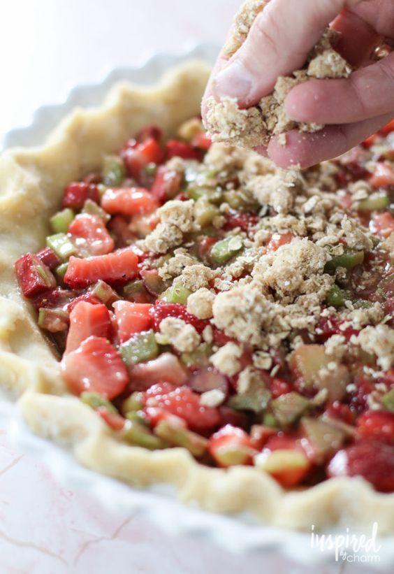 Strawberry Rhubarb Crumble Pie - summer pie recipe