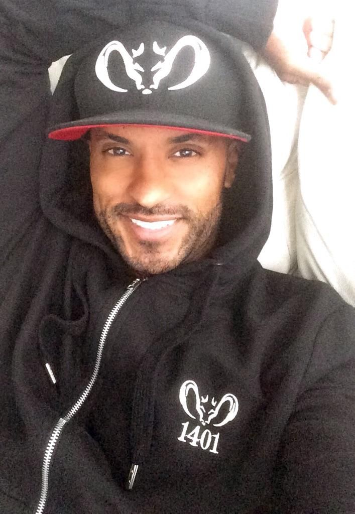 Raining in Vancouver on my day off,time to break out my cosy @Label1401 tracksuit #cosy #1401 #warm #stylish