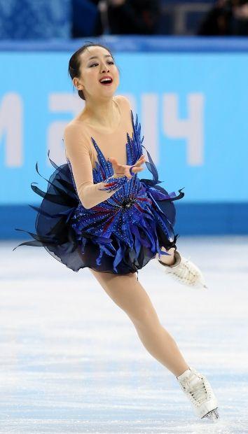 女子フリーで華麗に演技する浅田真央=ロシア・ソチのアイスベルク・パレスで2014年2月20日 (354×620) http://sportsspecial.mainichi.jp/graph/2014sochi/figureLadies/001.html