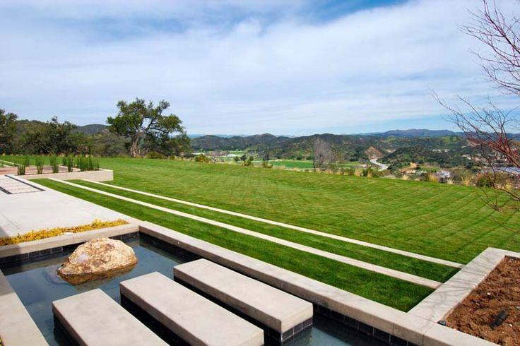 Le jardin de la villa de luxe du tennisman Pete Sempras en Californie.