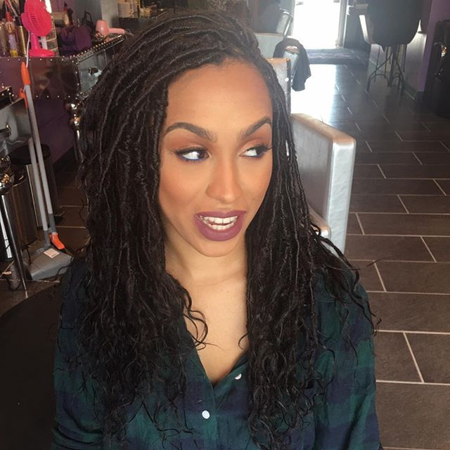 Still in love with this style. Goddess Faux Locs with human hair. Human hair gives it more of an authentic look, while making it easier to style and maintain moisture ☺️ #goddessfauxlocs #lisabonetlocs #meagangoodlocs #fauxlocs