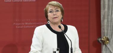 Bachelet a estudiantes: Con diálogo, respeto y argumentos sólidos vamos a poder avanzar