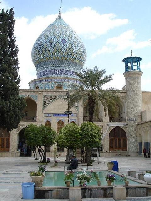 Shah-e Cheragh Mausoleum in Shiraz, Iran (by cumulo-nimbus).