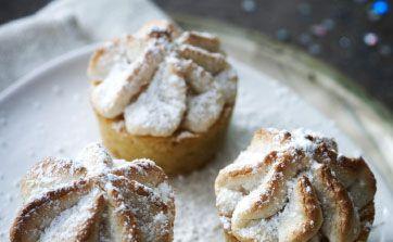 Opskriften er en del af en komplet nytårsmenu - her får du opskriften på mini-kransekage-cupcakes