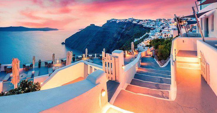How amazing are Santorini Sunsets? Check out our amazing Greece hotels