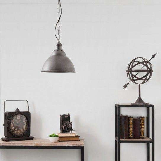 Ambiente chic - Lampade industriali a sospensione nelle nuances del grigio.