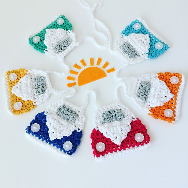 Ravelry; free crochet pattern for Flo's Campervan Bunting by Flo and Dot