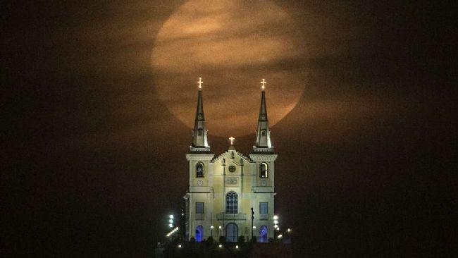 Notte di San Lorenzo, non solo stelle cadenti Occhi al cielo per ammirare la Luna gigante - Tgcom24
