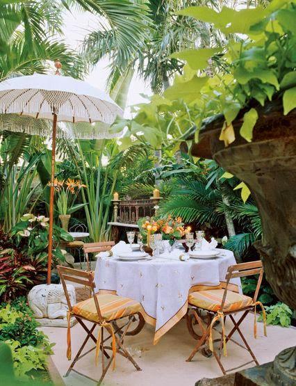 Amazing Palm Beach Chic Backyards