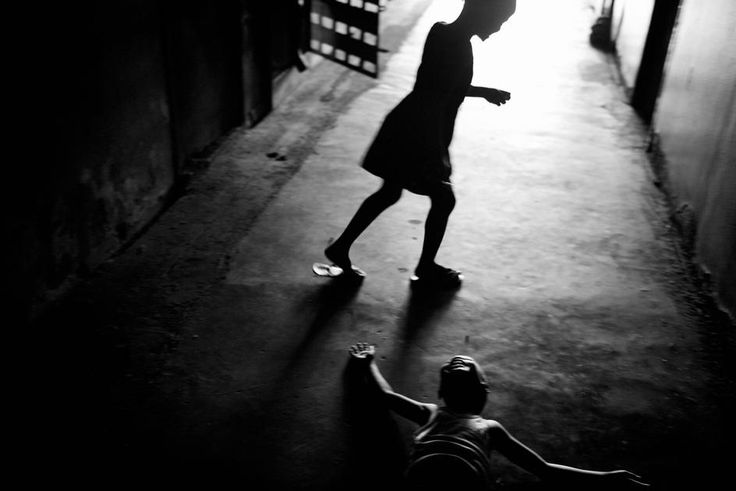 Paolo Pellegrin. LIBERIA. Monrovia. Hotel Ducor, once a five star establishment, today it houses 2,500 IDPs (Internally Displaced Person). Whilst most Liberains have returned home since the end of the war there are still many to be housed. 2006