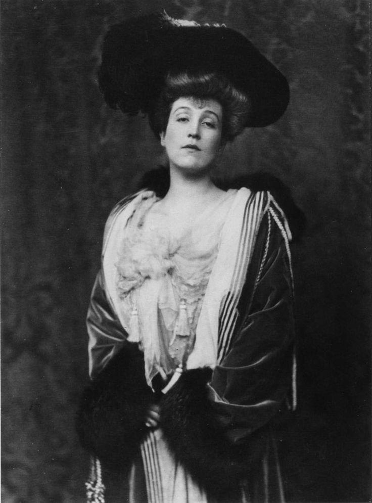 U.S. Mrs. John Jacob Astor IV, the former Madeleine Talmadge Force, 1903. She  survived the sinking of the Titanic while John Jacob Astor IV perished in 1912.