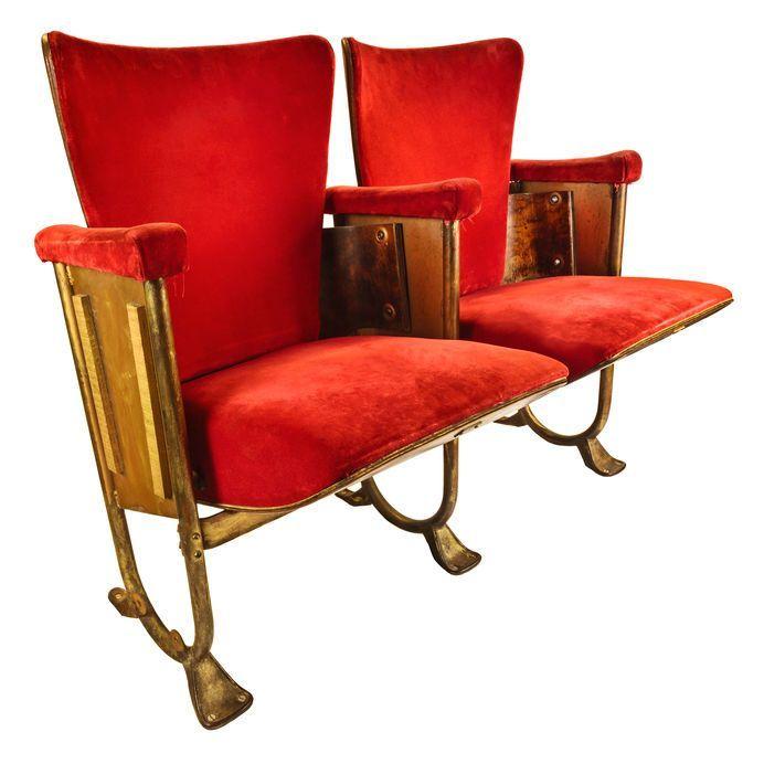 Wygodny fotel rodem z kina. #design #urządzanie #urząrzaniewnętrz #urządzaniewnętrza #inspiracja #inspiracje #dekoracja #dekoracje #dom #mieszkanie #pokój #aranżacje #aranżacja #aranżacjewnętrz #aranżacjawnętrz #aranżowanie #aranżowaniewnętrz #ozdoby #fotel #krzesło