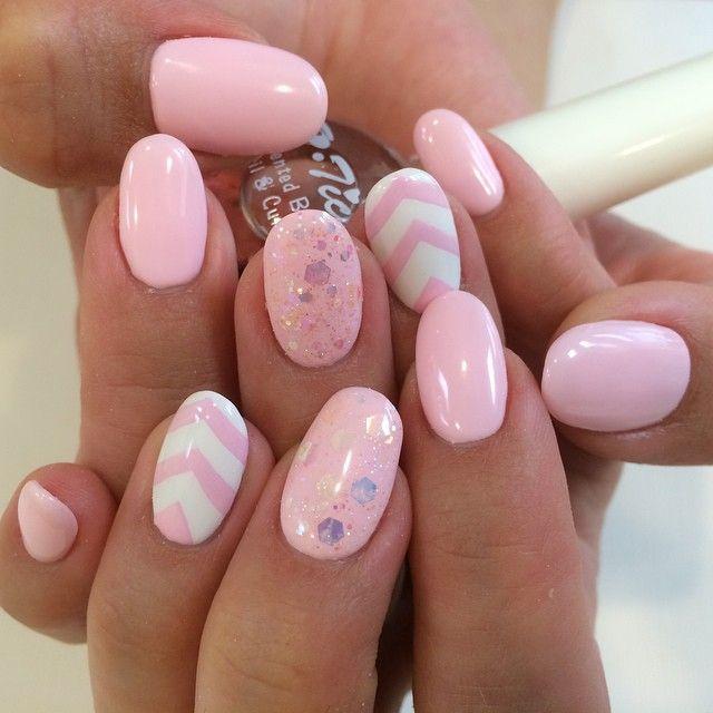 Pink, pastel, chevron, white, glitter, accent nail