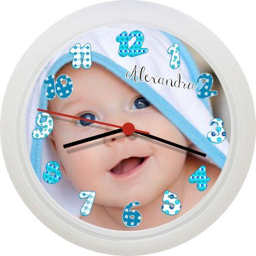 Personalizeaza acest ceas cu imaginea baietelului. Orele au model special pentru…