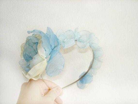 Fascia di capelli di nozze qualcosa di blu, nozze fiori archetto, accessori da sposa floreali per matrimoni, nozze di capriccioso, estate on Etsy, 24,68€