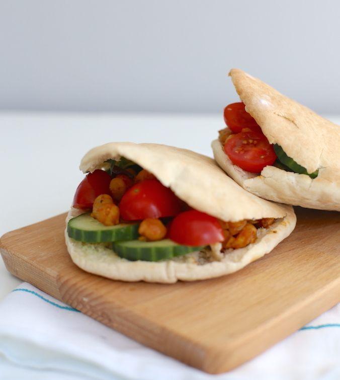 Snelle maaltijd: pitabroodjes met kikkererwten
