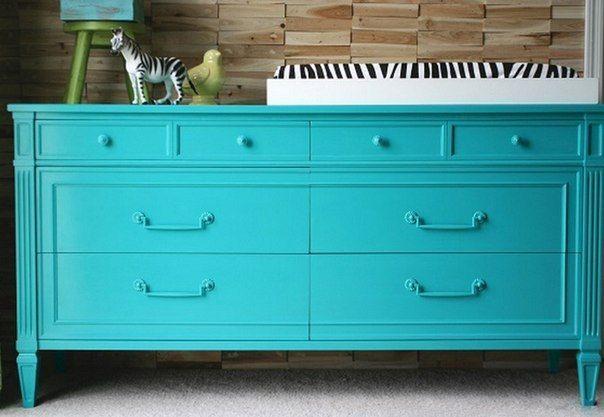 Ремонт на практике: как перекрасить ламинированную мебель Переставляете мебель из комнаты в комнату – и переживаете из-за несовпадения оттенков? Хотите сделать гостиную ярче, а мебель выбрасывать жалко? Шкафы и стулья можно перекрасить – мы подскажем, как