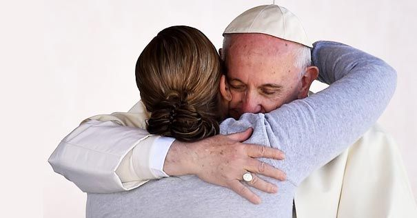 Evangelio del día: Dios manifiesta su amor transfigurándolo todo