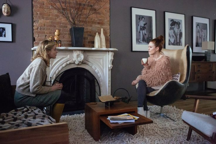 Greta Gerwig and Julianne Moore in Maggie's Plan