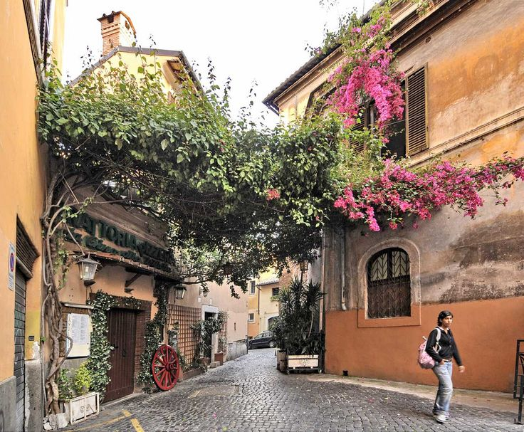 Walking through the alleys of Rome