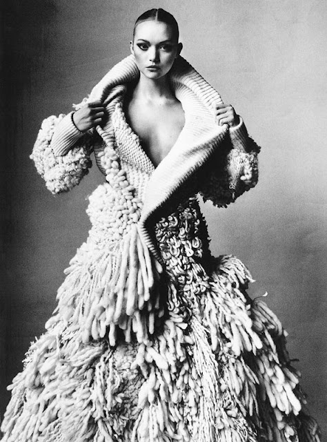Our Aussie beauty Emma Ward photographed by the great Irving Penn for Vogue, March 2006.   | fashion | knit | knitted | design | handmade | chunky | wool | dress | warm | editorial | art | incredible | woollens | winter  | knitting |
