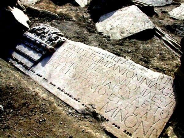 il tempietto funerario a Marco Nonio Macrino, vissuto ai tempi di Marco Aurelio. II secolo. Via Flaminia, Roma