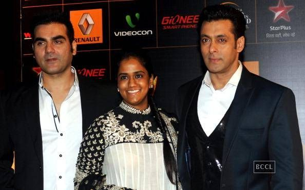 Salman Khan's sister to throw Bollywood reception  http://toi.in/JIAFUa18