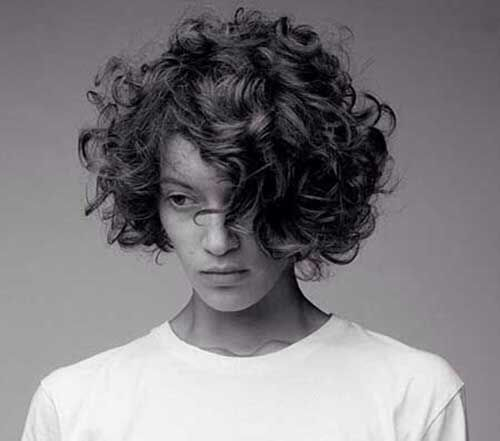 Cute Short Curly Haircuts for Round Faces