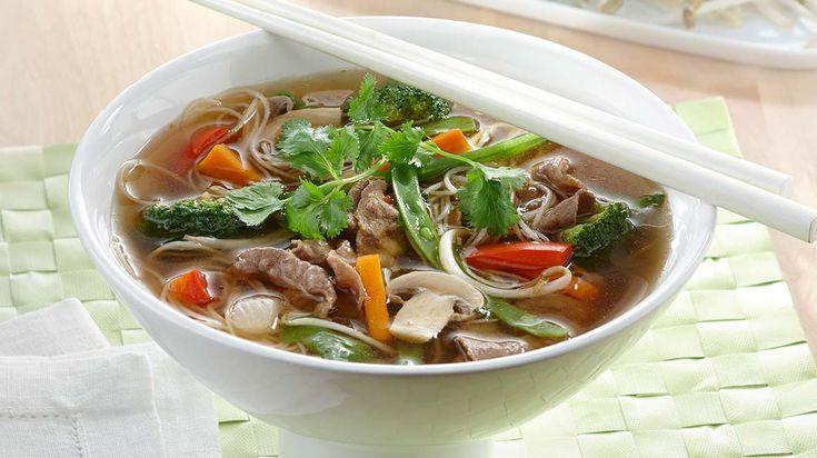 Réchauffez-vous le coeur grâce à cette réconfortante soupe-repas à l'orientale.