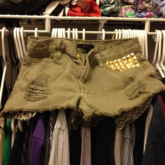 High waisted olive shorts Fab forever21 high waisted olive cutoff shorts. Sized 26 and have gold embellishment on one front pocket Forever 21 Shorts