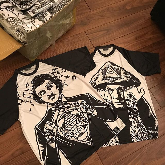 Well, well, well... look what the postman's cat dragged in!  After a manufacturing error with the sleeves and months of waiting, this couple of fannies just arrived in short sleeved form. Just in time for our buy 2 tees get 1 free offer as well 😜👌 These will be available tonight. Only 40 of each available!  #alt #altwear #altfashion #altstyle #alternative #alternativefashion #alternativestyle #instafashion #fashionstatement #fashiongram #fashionista #stylegram #styleblogger #fashion