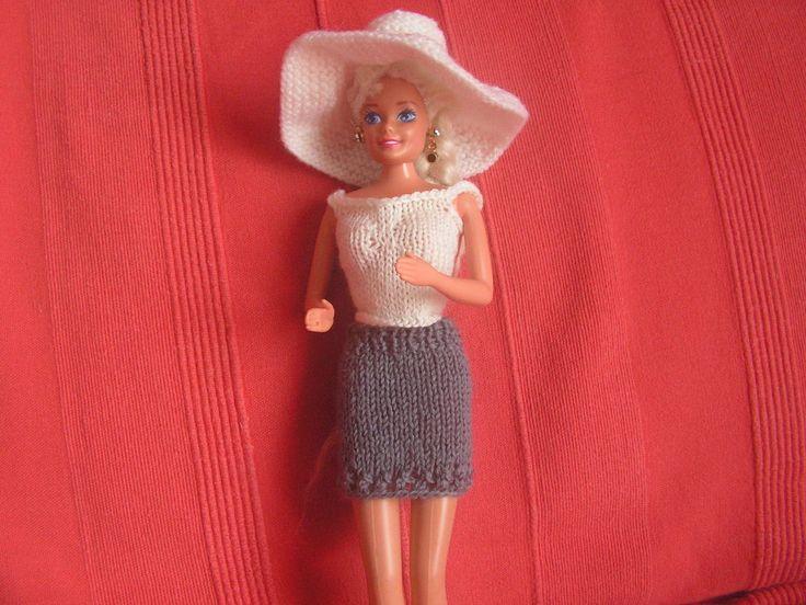Si vous voulez voir les autres vêtements déjà réalisés, au dessus de mon article, cliquez sur catégorie puis sur vêtement pour poupée Barbie et vous retrouverez tous les articles de cette catégorie top blanc : explications ici Jupe bleue : explication...