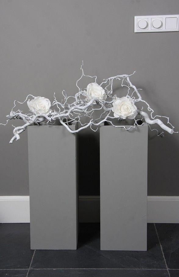 decoratie tak met zijde rozen op zuilen. www.decoratietakken.nl
