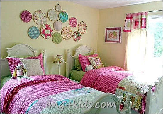 10 Cool Toddler Girl Room Ideas, I like the fabrics on the wall!