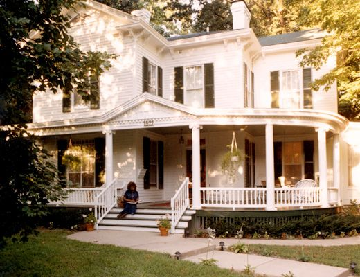 Wrap around porch, colonial home, big front yard.... If I could have a house like this.... Oh I would be soooooo happy!!