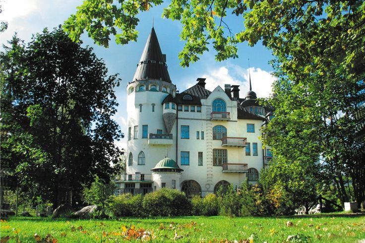 Das wunderschöne, märchenhafte Spa Hotel Imatran Valtionhotelli am Fluss Vuoksi in Imatra, Südkarelien.