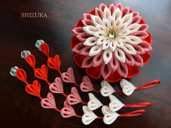 つまみ細工 赤色の髪飾り 2wayクリップピンコサージュ。下がり取り外し可能。tsumami zaiku.hair accessories.Kimono material.kanzashi flowers.