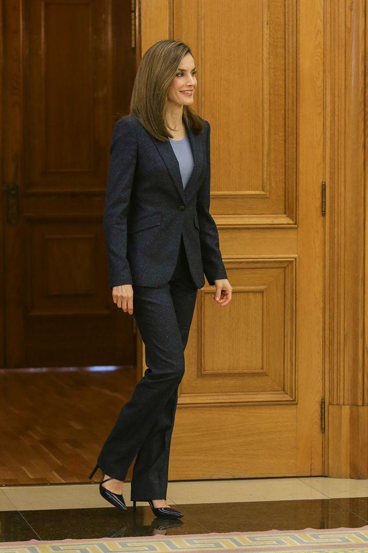 Los 100 mejores looks de la Reina Letizia   http://stylelovely.com/noticias-moda/camisas-de-verano-ideas/