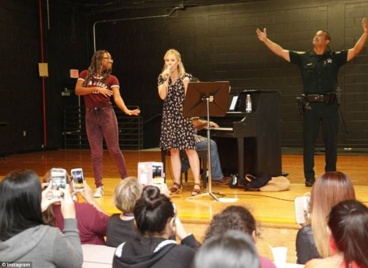 Actress Kristen Bell performed at a shelter during Hurricane Irma on Sunday, belting out songs from the movie Frozen