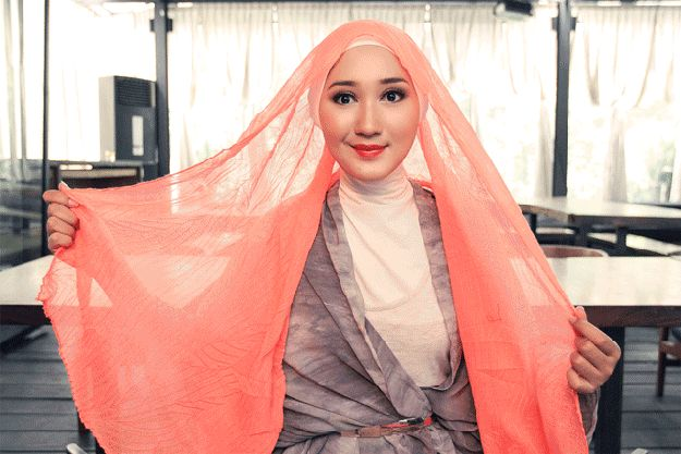 There are about a million ways to tie a hijab. | 22 Secrets Girls Who Wear Hijabs Will Never Tell You