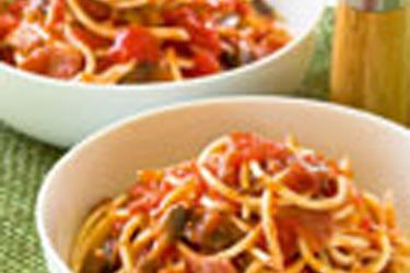 Pasta with tomato and bacon sauce recipe, NZ Woman's Weekly – 350g tubular spaghetti 1 tbsp olive oil 4 rindless rashers bacon, chopped 150g button mushrooms, sliced 2 cloves garlic, crushed 400g can chopped tomatoes 2 tbsp cream Salt and freshly ground black pepper 1. – foodhub.co.nz