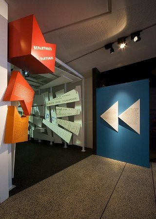 Signaletique exposition centre culturel melbourne - design graphique pidgeon 07
