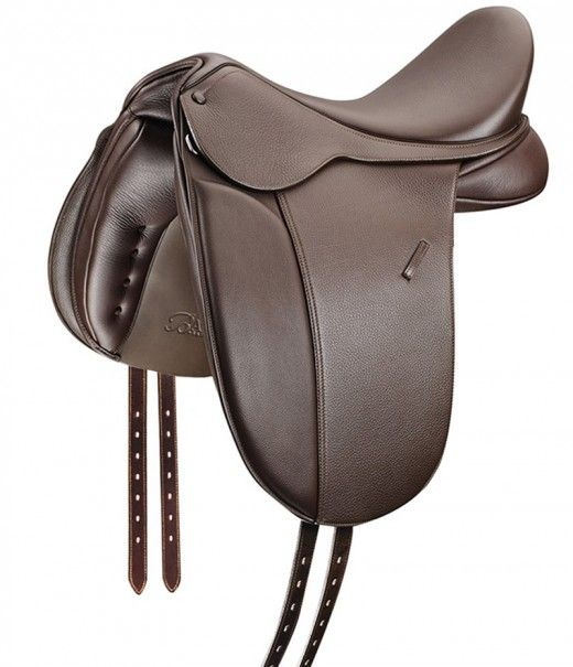 Bates Show+ - Cut along traditional lines and made from the finest quality, double lined European leather the NEW Bates Show+ Saddle is engineered to bring out the best in each horse and rider combination. The classically designed Bates Show+ saddle features traditional double stitched girth points, covered buttons and a straight cut flap.
