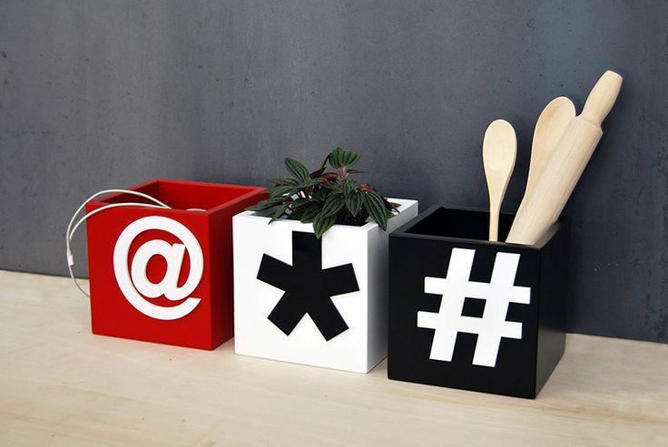 Buat16 è il portaoggetti capace di adattarsi ad ogni esigenza. Laccato con vernici ad acqua e decorato con plexiglas tagliato a laser, può essere usato in cucina come portamestoli, nel living come cachepot, in bagno come contenitore o come vuoi tu. #Buat #contenitore #portaoggetti #legno #rosso #nero #bianco #sostenibile #grafica #arredo #box #wood #red #black #white #sustainable #graphic #furniture #homedecor #design #madeinitaly