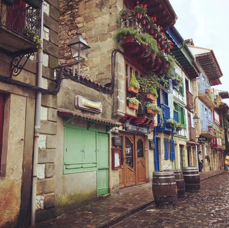 #balconies and #flowers  #picturesque #basquecountry #hondarribia #travel #travelphotography #instatravel #instatraveling #colours of the day