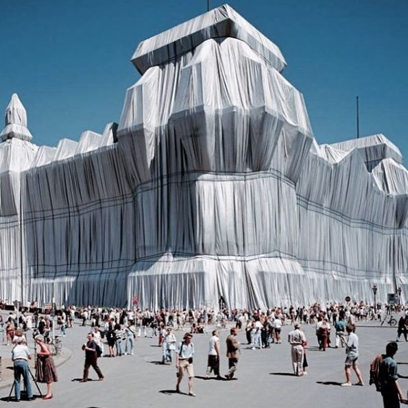 "Christo & Jeanne Claude, ""wrapped Reichstag"" (1971-1995) #christoandjeanneclaude #wrappedreichstag #berlin"